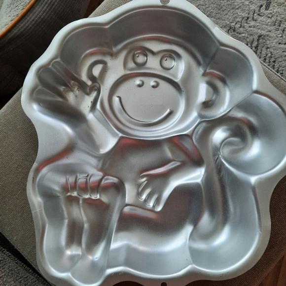 WILTON MONKEY PAN